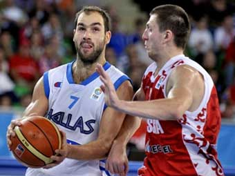 Эпизод матча сборных России и Греции, фото ©AFP
