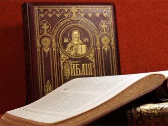 Люди отвергают Библию не потому, что она...