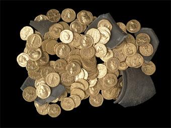 Клад римских золотых монет, найденный в Великобритании. Фото с сайта Британского музея