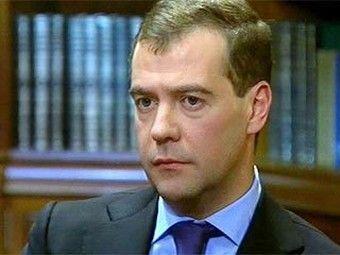 Дмитрий Медведев во время одного из телеинтервью. Изображение с сайта Первого канала