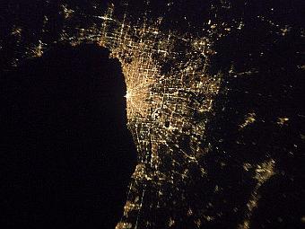 Ночной Чикаго из космоса.
