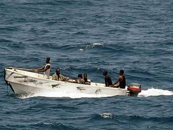 Частная охрана судна перестреляла сомалийских пиратов