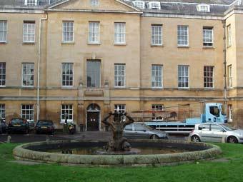 "Территория больницы ""Рэдклифф"". Фото David Hawgood с сайта wikipedia.org"