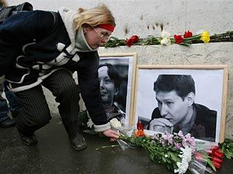 Траурные портреты Анастасии Бабуровой и Станислава Маркелова. Фото ©AFP