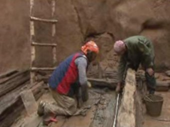 Раскопки могильника хунну. Кадр видеозаписи, предоставленной Натальей Полосьмак, с сайта news.ngs.ru