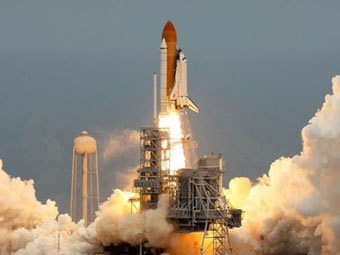 """Запуск шаттла """"Атлантис"""". Фото ©AFP"""
