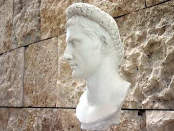 Бюст Октавиана Августа в римском музее. Фото пользователя G.dallorto с сайта wikipedia.org