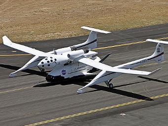 X-37 подвешенный к самолету-носителю White Knight. Фото с сайта af.mil