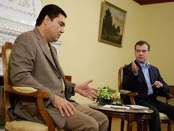 Гурбангулы Бердымухамедов и Дмитрий Медведев. Фото пресс-службы президента России