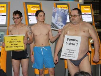 Участники флеш-моба в аэропорту Франкфурта-на-Майне. Фото Christian Hufgard, Piratenpartei Hessen