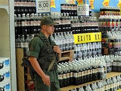 В Венесуэле за спекуляцию закрыли 70 магазинов