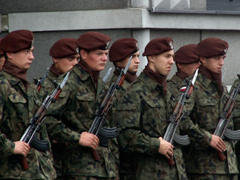 Войско Польское распродает запасы еды, подтяжек, кальсон и гвоздей