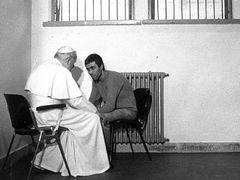Стрелявший в Папу Римского турок напишет новую Библию