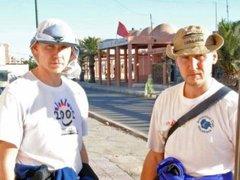 У россиян попытались отнять телефон посреди Сахары
