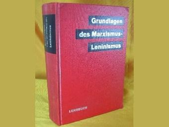 """Учебник """"Основы марксизма-ленинизма"""". Изображение с сайта amazon.de"""