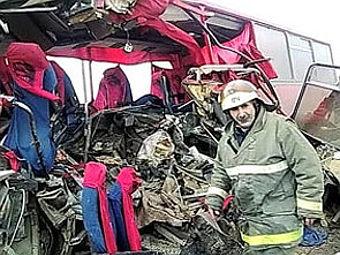 """Место ДТП с автобусом в Дагестане в ноябре 2009 года. Архивный кадр телеканала """"Россия"""""""