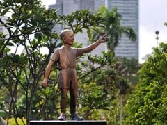 Статую 10-летнего Обамы уберут из центрального парка Джакарты