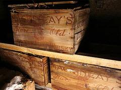 Изо льдов Антарктиды достали пять ящиков виски