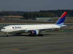 В нише шасси самолета из Нью-Йорка нашли труп