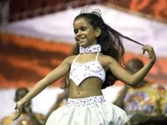 Королевой карнавала в Рио-де-Жанейро выбрали семилетнюю девочку