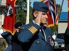 Командующий крупнейшей базой ВВС Канады обвинен в двух убийствах