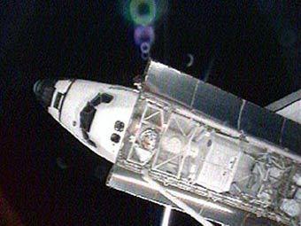 """""""Индевор"""" приближается к МКС для стыковки. Кадр NASA  TV"""