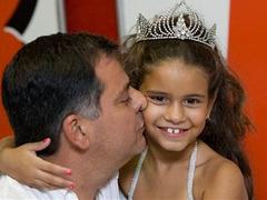 Семилетней девочке разрешили быть королевой самбы