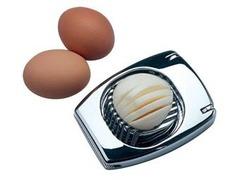 Россияне признали самыми бесполезными приобретениями яйцерезки и мужей