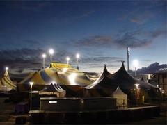 Правительству Гаити подарили цирковые шатры для заседаний