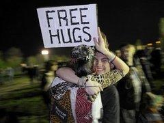Американец обнял за сутки 7777 человек