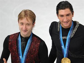Евгений Плющенко (слева) и Эван Лайсачек. Фото (c)AFP