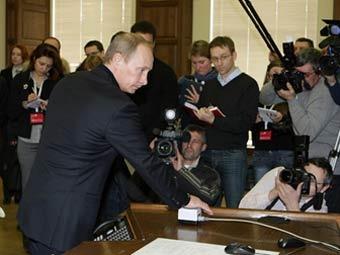 Владимир Путин на СШГЭС. Фото с сайта premier.gov.ru