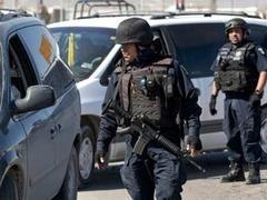 В Мехико толпа попыталась линчевать трех полицейских в штатском