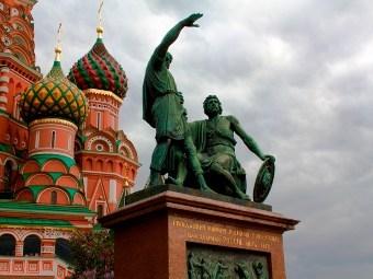 Памятник Минину и Пожарскому в Москве. Фото с сайта mhpi.ru