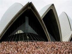 5200 австралийцев разделись для фотоснимка