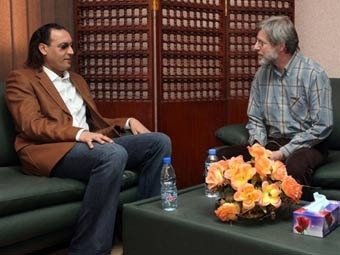 Сын Каддафи навестил в тюрьме швейцарского бизнесмена