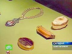 США вернули России похищенный из Эрмитажа медальон