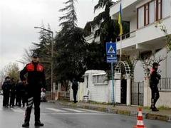 Напавший на украинское консульство турок скончался от ран