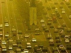 Китайцам рекомендовали оставаться дома из-за песчаной бури