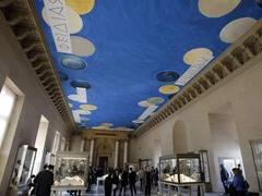 В Лувре появилось третье произведение современного искусства