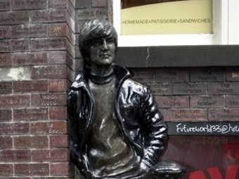Памятник Джону Леннону в Ливерпуле. Фото ©AFP