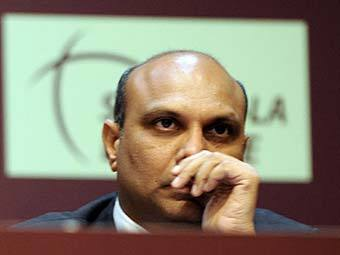 Джип из кортежа индийского министра протаранил авторикшу