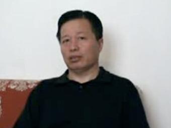 Гао Чжишэн дает интервью китайским СМИ. Кадр записи, опубликованной на YouTube
