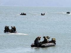 На месте крушения корейского корабля погиб один из спасателей