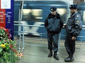 "Милиция на станции ""Парк культуры"". Фото ©AFP"