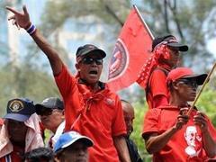 """Лидеров таиландских """"краснорубашечников"""" вызвали в суд"""