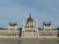 Больше половины мест в парламенте Венгрии получила правая оппозиция
