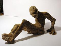 Невнимательный водитель протаранил выставку гигантских скульптур из хлеба