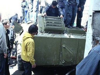 В село под Бишкеком введена тяжелая техника.