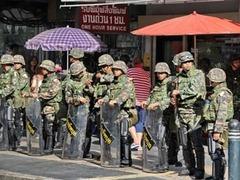 """Военные отпугнули """"красных рубашек"""" от делового района Бангкока"""